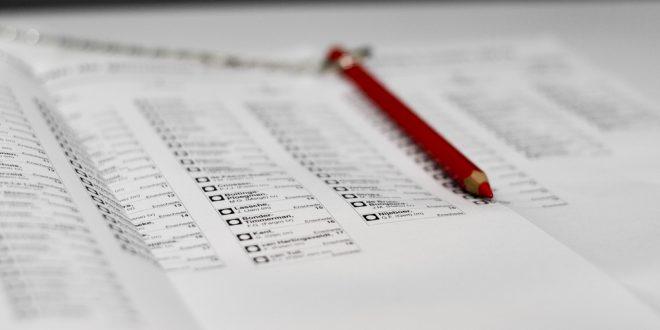 Lijst met partijen met een rood potlood