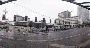 Centraal busstation Neckerspoel is helemaal leeg.