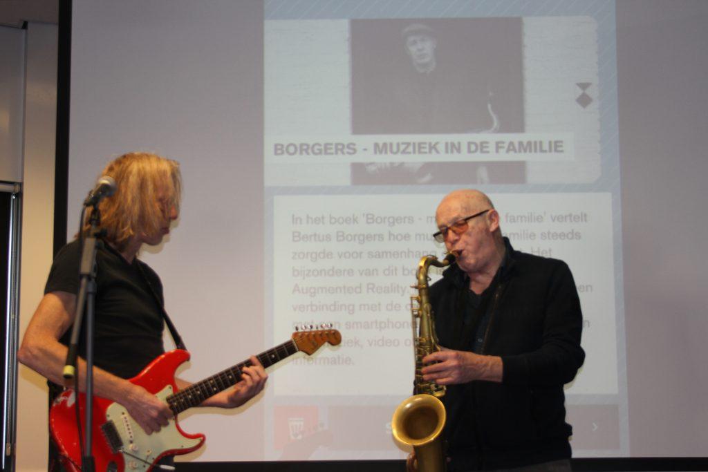 Bertus Borgers in actie op het podium