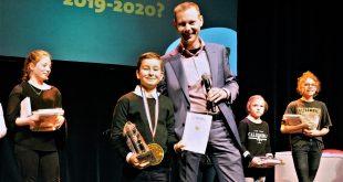 De winnaar Luca en juryvoorzitter Jeroen Rooijakkers