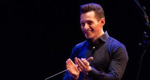 De nieuwe dirigent van het VMK, de foto is gemaakt door Nicole Coppelmans