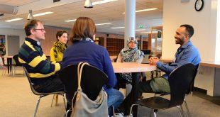 Het taalcafé in de bibliotheek