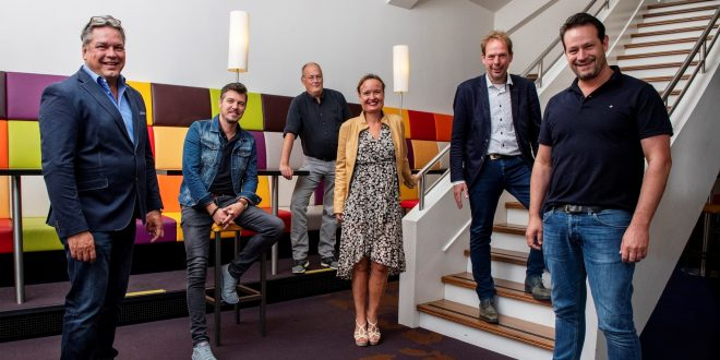 Sjoert Bossers, Jochem Otten, Paul L'Herminez, Monique van den Berg, Giel Pastoor en Dries Floris