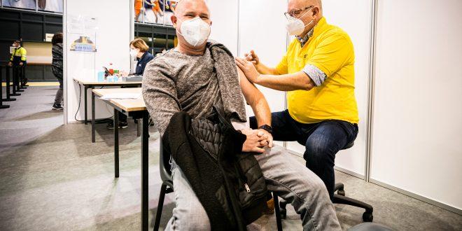 GGD zet eerste vaccinatie
