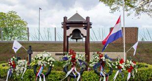 Herdenking bij het klokmonument