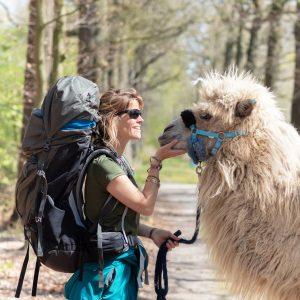 Tamar Valkenier met kameel