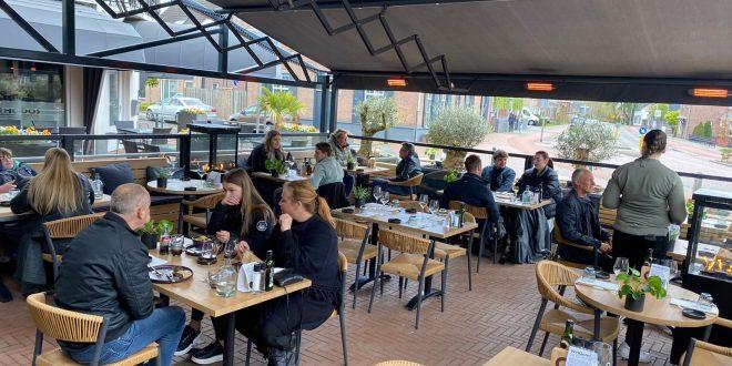Het terras van restaurant Quisine.